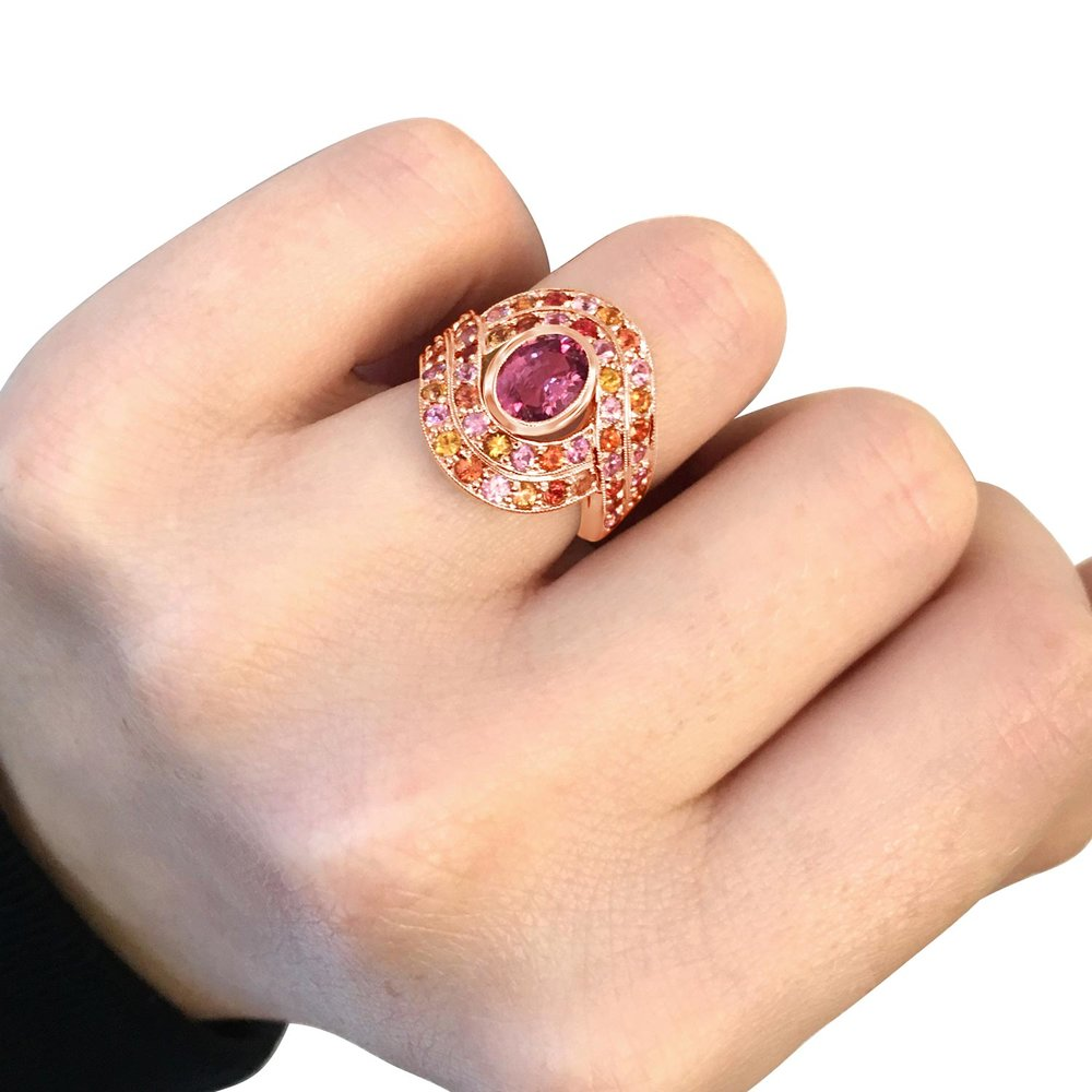 Multicoloured sapphire bombe target ring hand