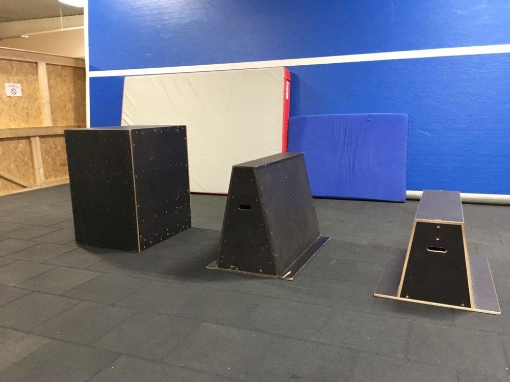 Parkour-Hindernisse - Vaultboxen (klein, mittel, groß)Cubes (klein, mittel, groß)Tower (mittel, groß)