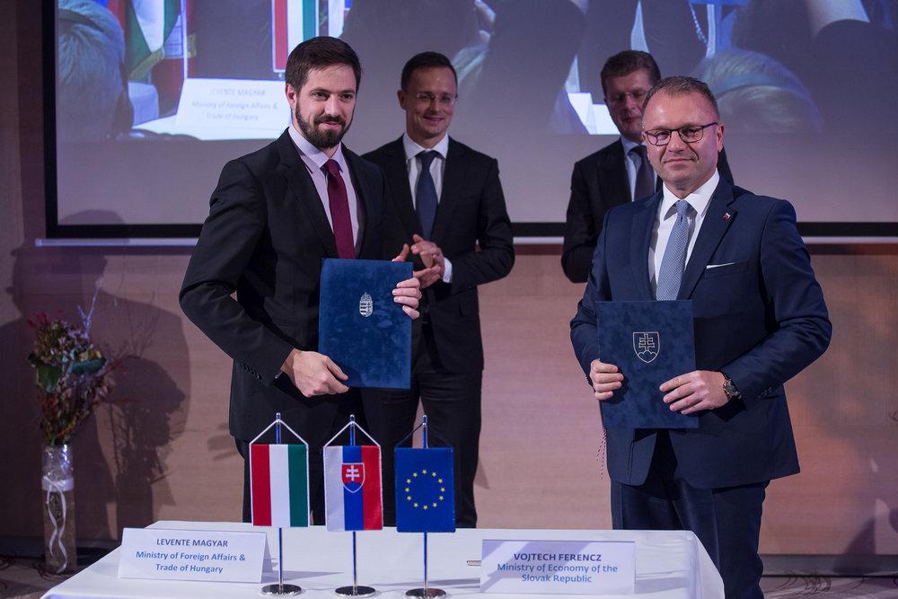 V stredoeurópskom priestore môže cezhraničný biznis rozvíjať priemysel aj v slabších regiónoch.  Vojtech Ferencz,  MH SR   (na fotke vpravo)