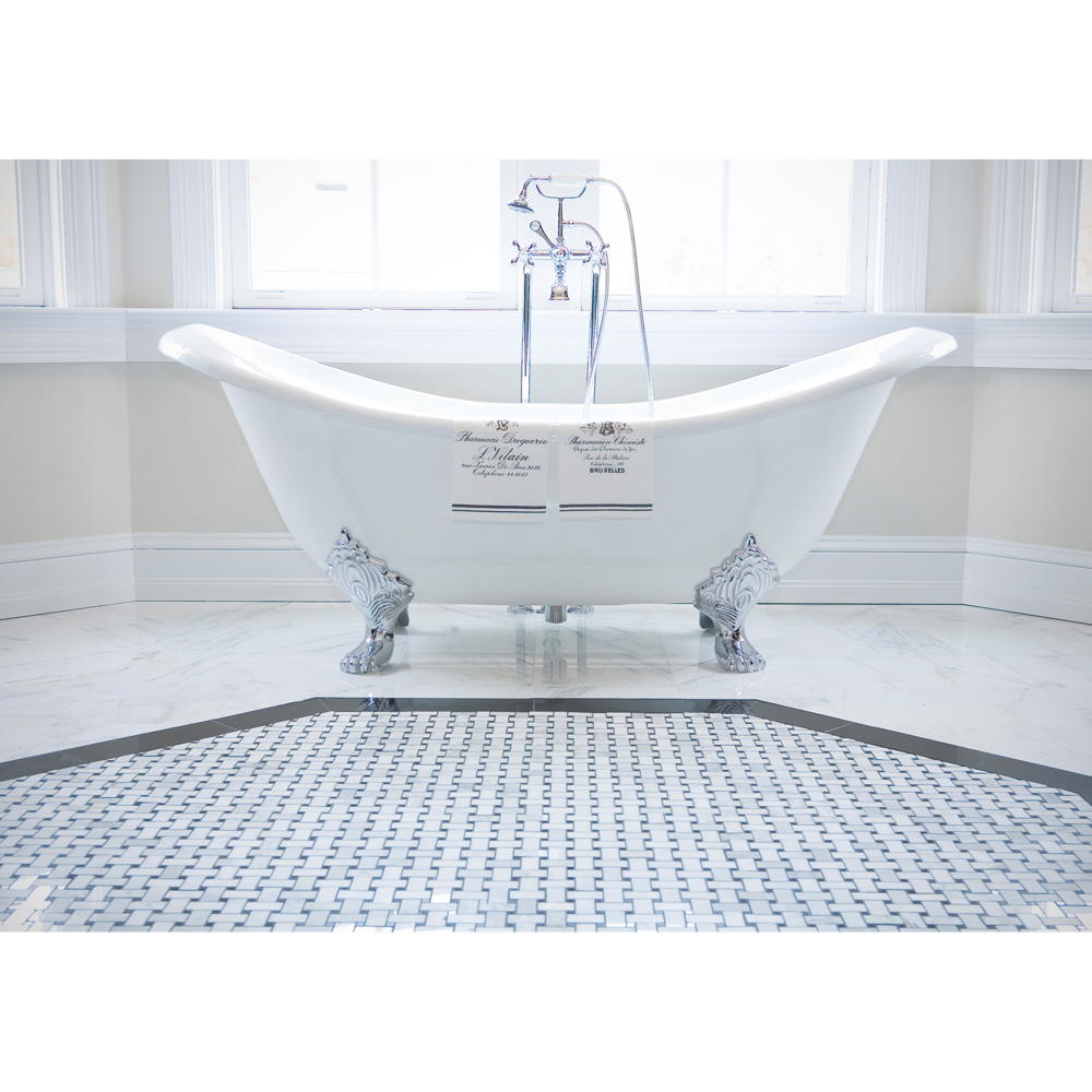 Architectural photographed by Craig Anderson of claw foot bathtub in bathroom for print advertising home sales