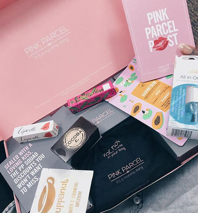 """I know it's nearly that time of the month when everything starts to ache + I seem to crave all types of food 🤢 Having to deal with that month in month out means that I'm open to anything that might make it slightly more bearable 😓 • @PinkParcel is a monthly luxury subscription service that delivers femcare products straight to your door, helping to make your periods that extra bit better each month! ✨ • You can currently get 20% off your first subscription using the code """"PPNovember2017"""" • #ad #PinkParcel #PeriodHacks"""