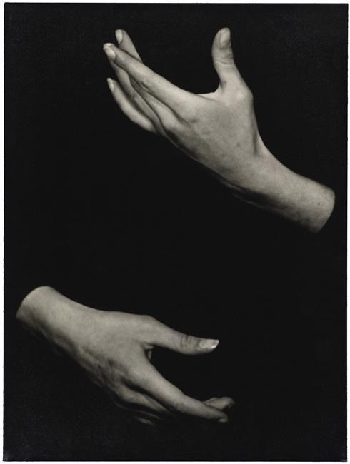 """Le Prat Thérèse (1895-1966): Mains de Roger Desmares dans """"Le manteau"""" d'après Gogol (compagnie Marcel Marceau)"""