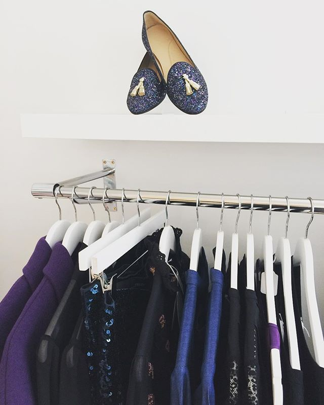 So in love with these gorgeous Autumn Winter gem colours, which one shall we wear tonight? 💜✨💙 @chatelles_slippers @americanvintage_officiel @bymalenebirger #SeeByChloe #fleurb #fridayoutfit #ootd #autumncolours