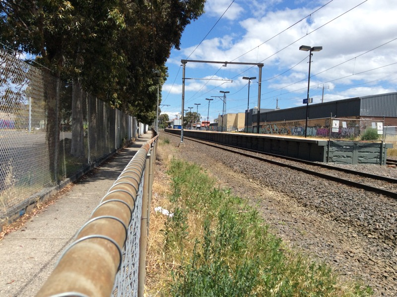A section of the Upfield path (looking south) between Gaffney + Renown at Batman station.