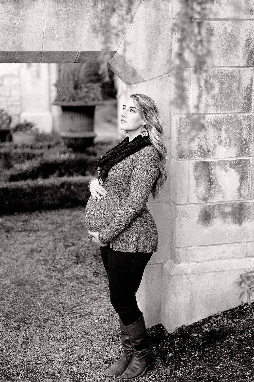 winter-dallas-arboretum-maternity-couple-photo-session-blog-8.jpg