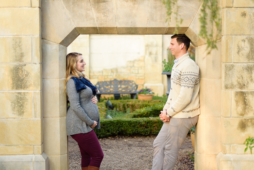 winter-dallas-arboretum-maternity-couple-photo-session-blog-9.jpg