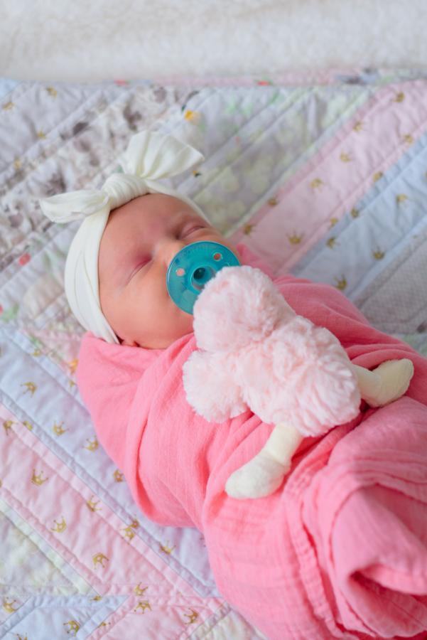 newborn-family-lifestyle-portrait-session-in-home-north-dallas-texas-richardson-plano-wylie-allen-frisco-mckinney-addison-dfw-celina-tx-maternity-newborn-photographer-30.jpg