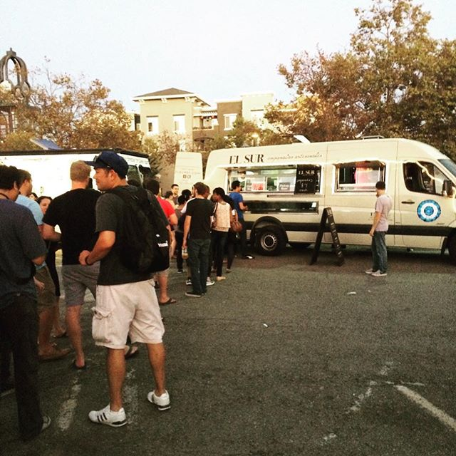 We're heading to Menlo Park tonight! Find us at the Willows Market - 60 Middlefield Road from 5-8pm! #empanadasargentinas