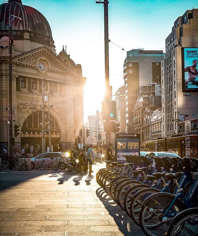 Good morning from the streets of Melbourne. 👍🏻 📷@alexander_martindes #pokedau