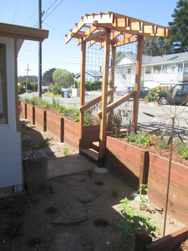 Bodega-Bay-Best-Sustainble-Pergola-Retaining-Wall.JPG