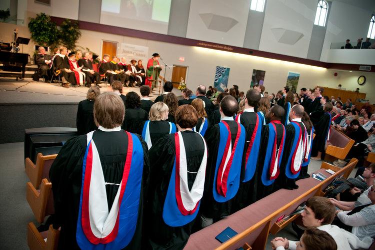 BACHAREL EM TEOLOGIA - O Programa de Bacharel em Teologia com duração de 3 anos, permitindo escolher uma especialização, entre 9 opçoes.