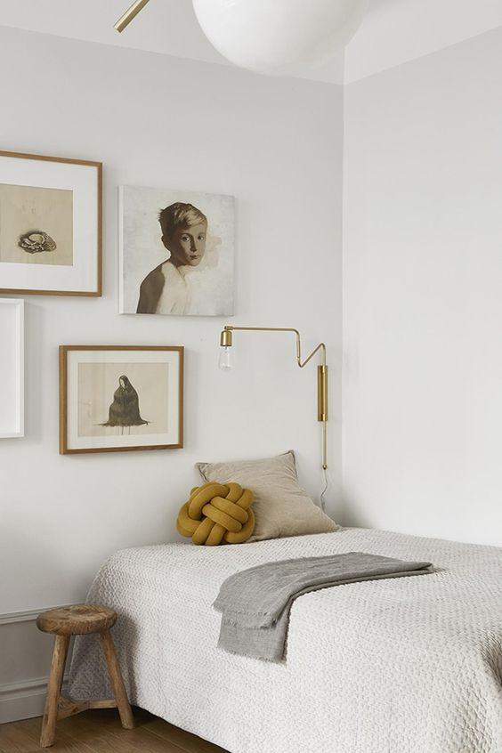 BEDROOM GALLERY WALL | via  The Design Chaser