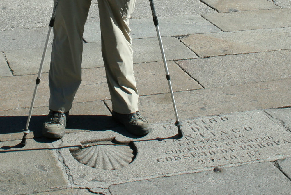 We want you to get here on healthy feet: the center of  Praza do Obradoiro  in Santiago in front of the Cathedral.