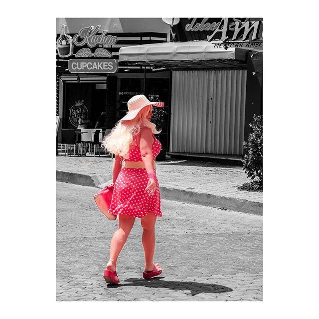 """Pretty in Pink""  #streetstyle #streetphotography #streetphotographer #streetbnw #pink #streetfashion #travelfashion #polkadotskirt #streetwear #travelblogger #travelphotograph #mexico #playadelcarmen #PDM #mexico_fotos #samsungnx500 #mexicophotography #lifestylephotographer #vsvo #ootdwoman"