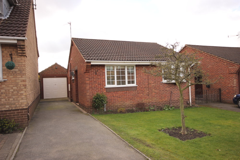 IT'S GONE!£550pcm - Rutland Road, Westwood, Notts, NG162 BEDROOM DETACHED BUNGALOW - A lovely two bedroom bungalow with a modern kitchen, lounge with French doors, a private garden, a garage and driveway parking.