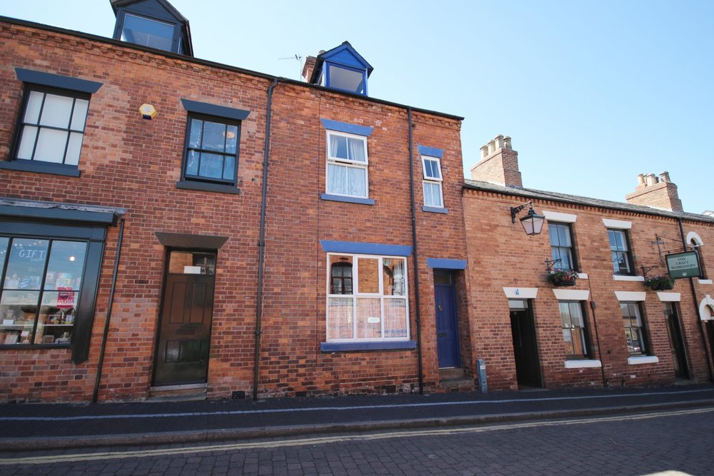 £145,000 Scargill Walk, Eastwood, Nottinghamshire, NG16 3AY4 Bedroom Victorian Town House - LITERARY / ARTISAN INTEREST. Neighbouring the birthplace of DH Lawrence, this charming Victorian three storey town house is set in a small craft development. Including cellar, two receptions, bathroom, four bedrooms and courtyard garden. EPC rating TBC.