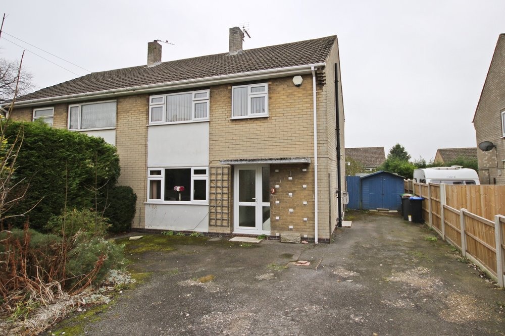 IT'S GONE! - £120,000 Grundy Avenue, Selston, Nottinghamshire, NG16 6GB - 2 BEDROOM SEMI DETACHED*NO ONWARD CHAIN* Excellently proportioned three-bedroom semi-detached home, with generous living space, driveway parking for 2+ cars, private enclosed rear garden and more! EPC rating TBC