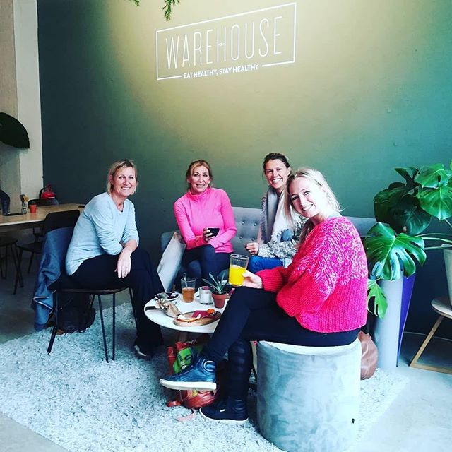 perfect way to start the Monday 💕🙌🏼 #thankyou #yogacommunity Repost @charlotte_schoeters ・・・ We have a wonderful yoga community here @sportclubheteiland. Teachers and students connecting before or after a class wit a nice juice or Tea @warehouse_antwerp. Meet people, connect with others, share experiences 💖🙏💯 #yogavibes #onlylove