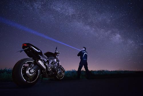 Motorrad unter der Milchstrasse - Photoron
