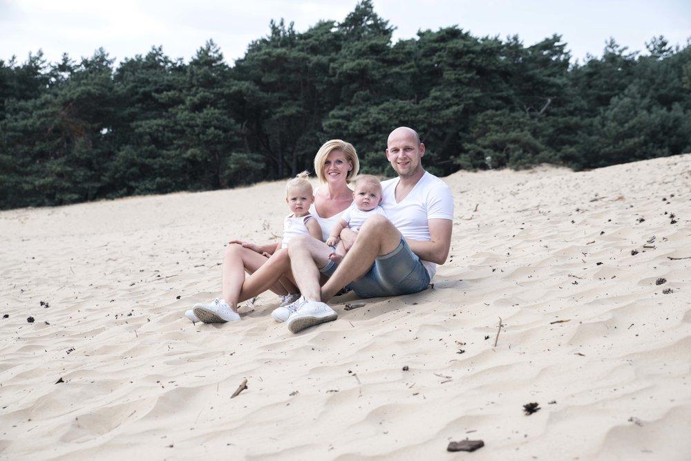 gezinsfoto's op een mooie buitenlocatie