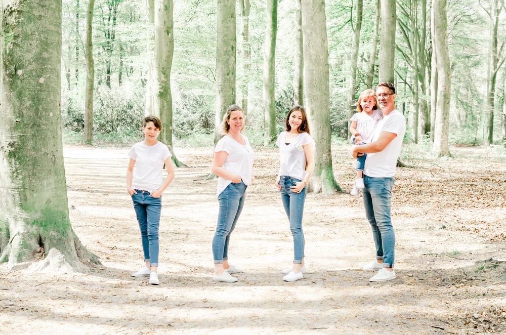 foto van gezin laten maken   gezinsfotograaf