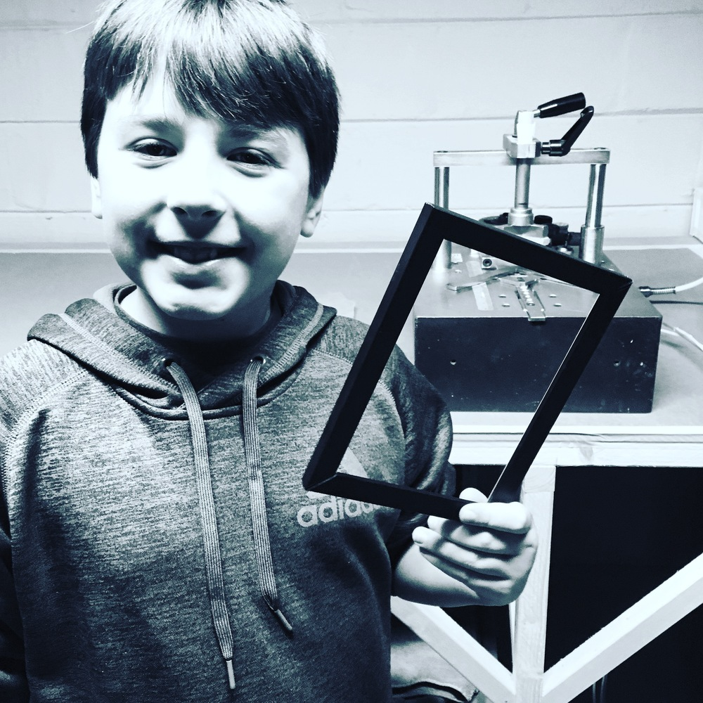Finn levitates in the shop.