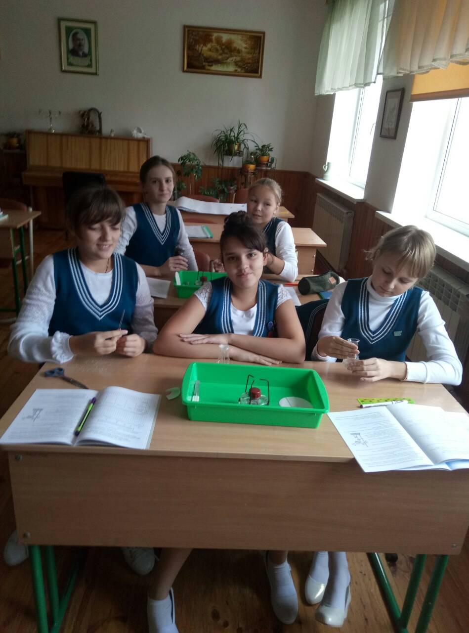 6 Школа Леді урок хімії.jpg