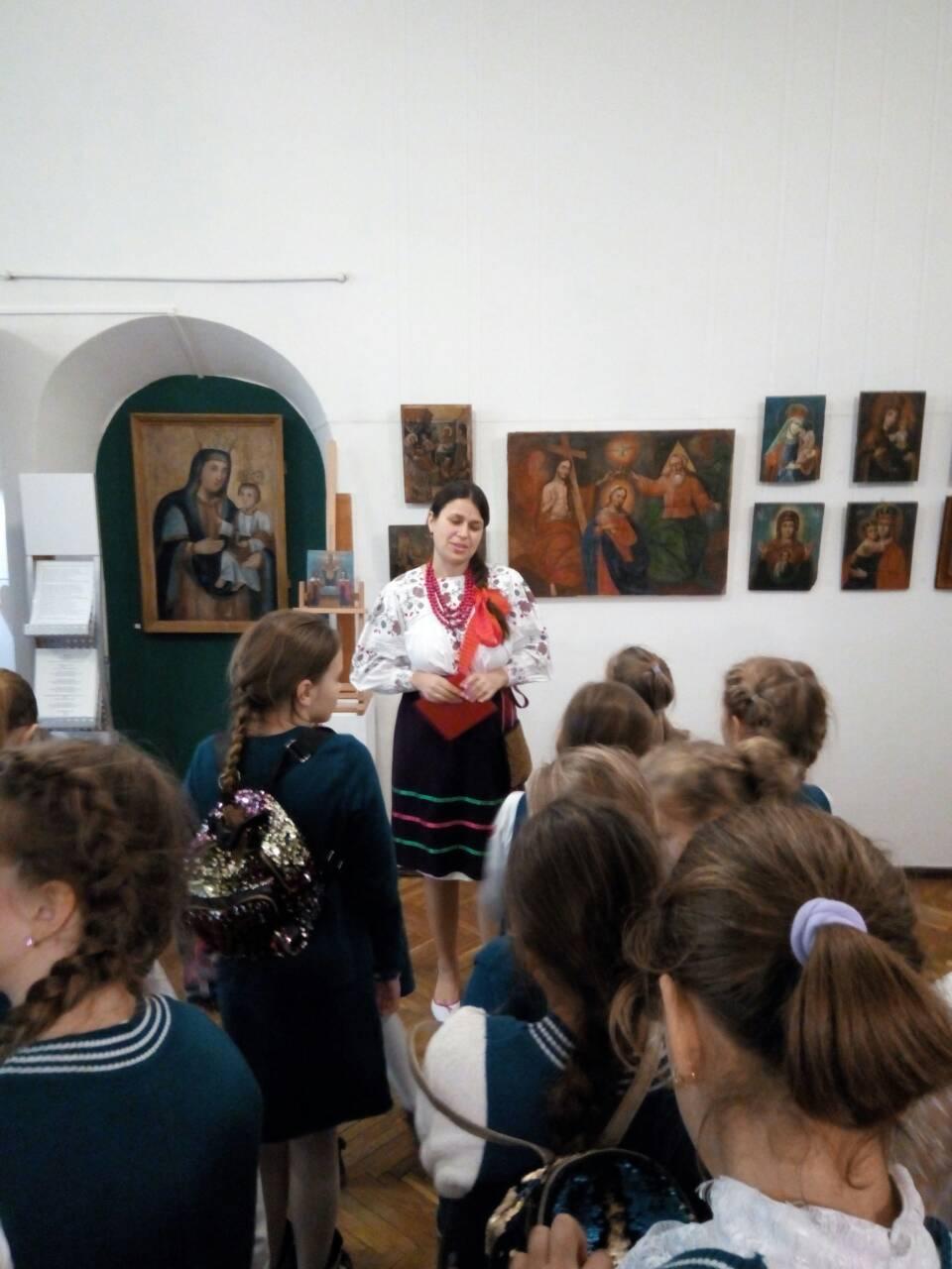 8 Школа Леді Музей декоративного мистецтва.jpg