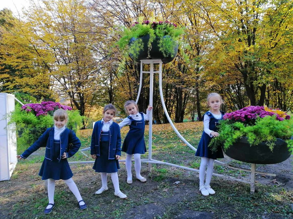 6. Школа Леді Фесиваль хризантем.jpg