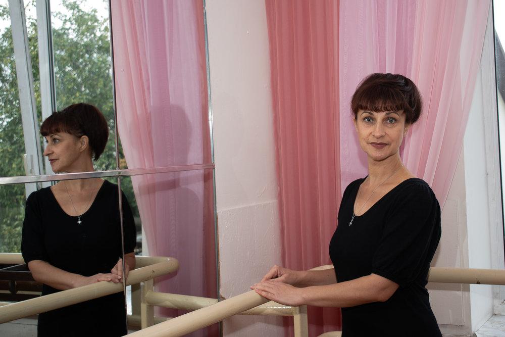 Макеєва Тетяна Олександрівна - вчитель хореографії, вихователь 2-3 класуВеде уроки класичної гімнастики. Формує у дівчаток поставу,