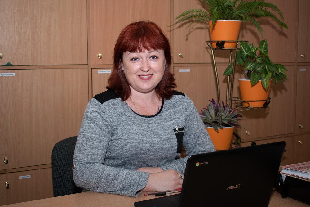 Швець Ганна Вікторівна - вчитель початкових класів І кваліфікаційної категоріївихователь 4 класуПрививає в дітей любов до української мови