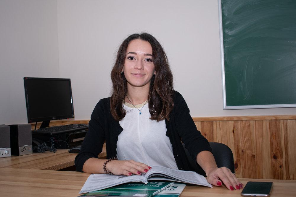 Славінська Марина Русланівна - молодий творчий спеціаліст з англійської мови
