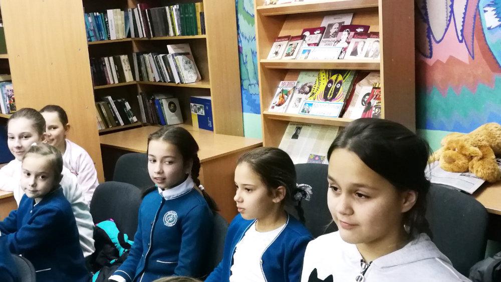 6.Школа Леді_зустріч з письменниками сучасності.jpg