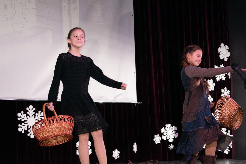 2.Школа Леді_Вистава 5 класу_Чари в новорічному лісі.jpg