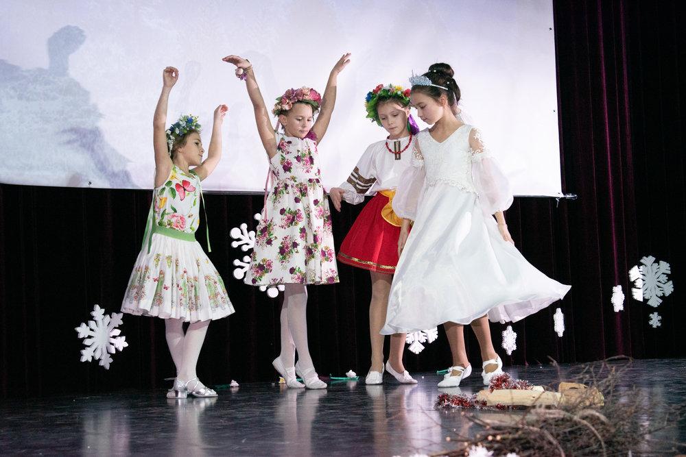 1. Школа Леді_Вистава 5 класу_Чари в новорічному лісі.jpg