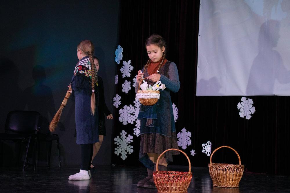 3.Школа Леді_Вистава 5 класу_Чари в новорічному лісі.jpg