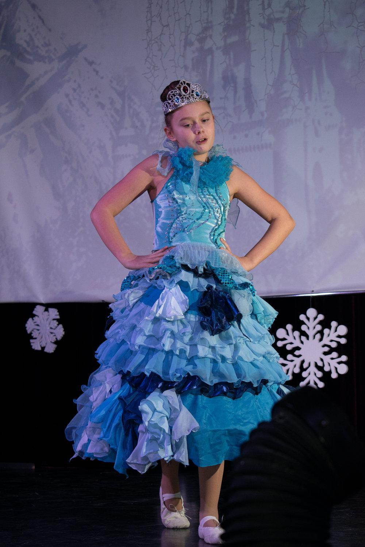 10.Школа Леді_Вистава 5 класу_Чари в новорічному лісі.jpg