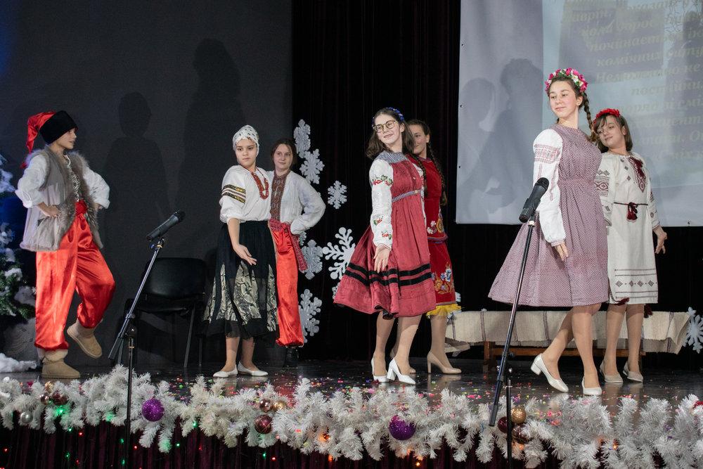 4.Школа Леді_Новорічна вистава Сміх кріцзь сльози 7-8 класи.jpg