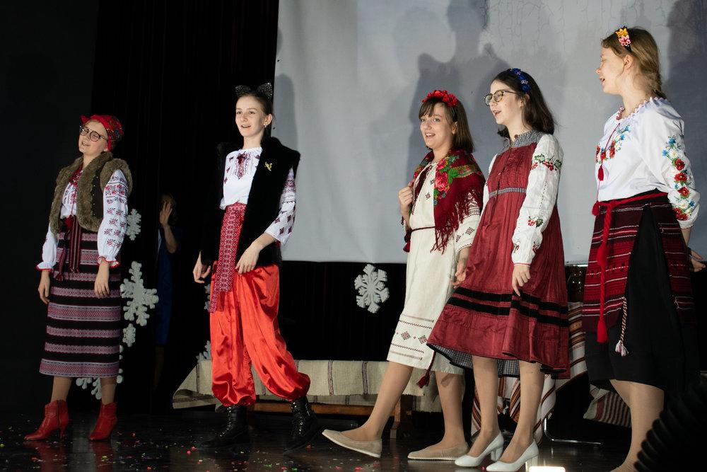 15.Школа Леді_Новорічна вистава Сміх кріцзь сльози 7-8 класи.jpg
