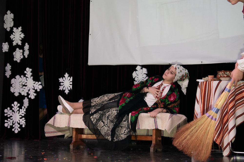 25.Школа Леді_Новорічна вистава Сміх кріцзь сльози 7-8 класи.jpg
