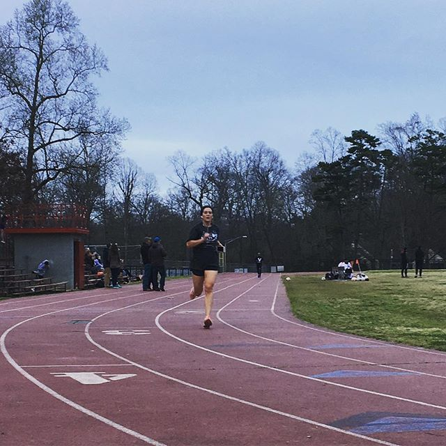 #wcw going out to @isabellefmcleod 🙌🏻💪🏻 just a few weeks away from her first #marathon of 2018, she improved her mile time trial by 20 seconds since the first week in January 😮 6:47 ➡️ 6:27 #YGG #runner #cltfitness #tracktuesday #cltruns