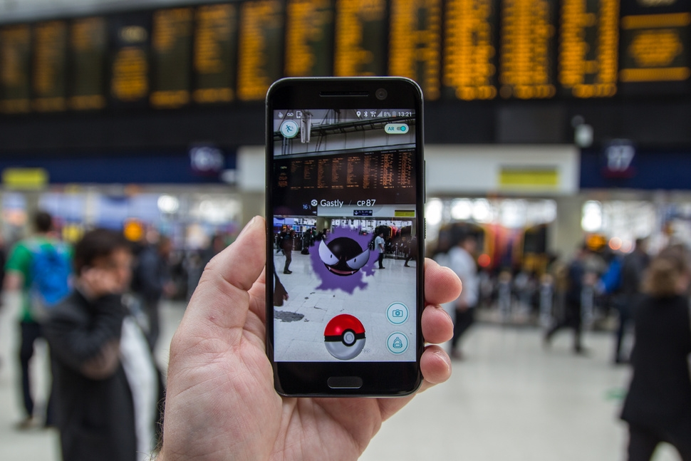 PLAYING POKEMON GO AT LIVERPOOL STATION