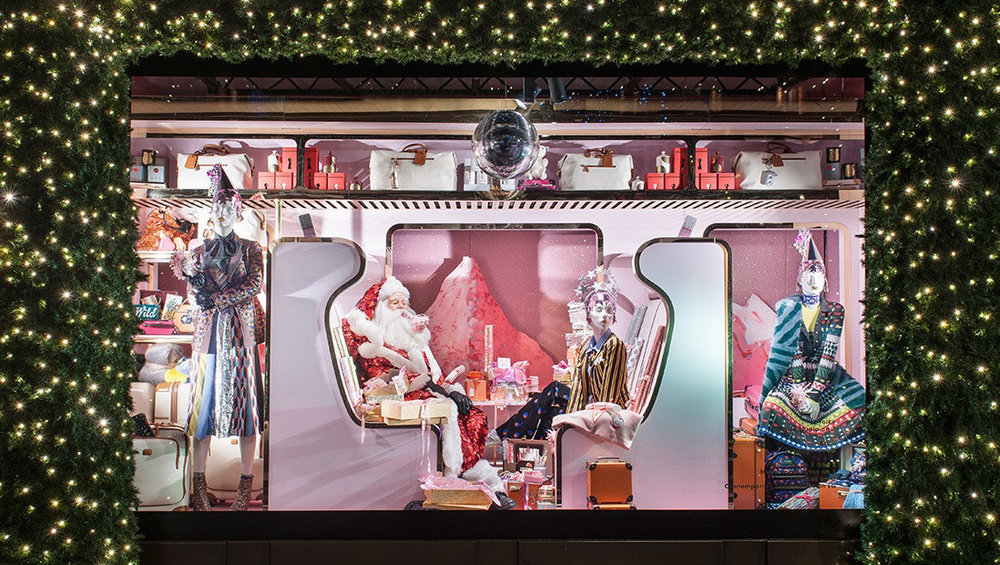 Click to see behind the scenes of the   Selfridge's Christmas windows   that are seen by over 100,000 people each day.