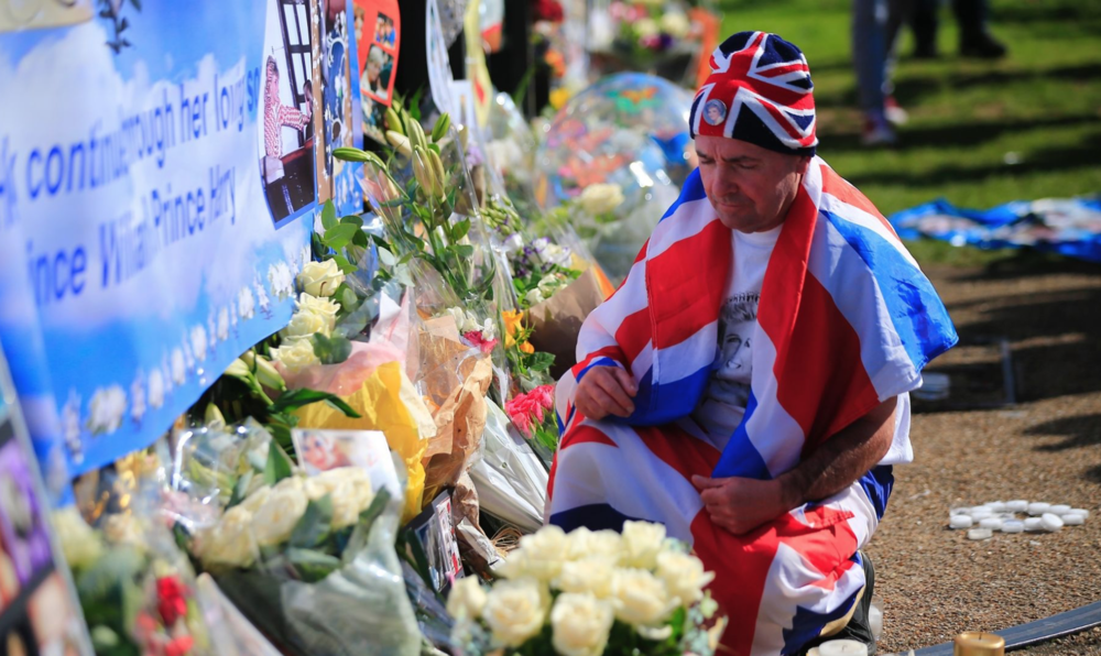 Man drapped in Union Jack pays tribute to Princess Diana.png