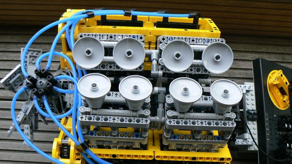 Um V8 de LEGO qu funciona!! -