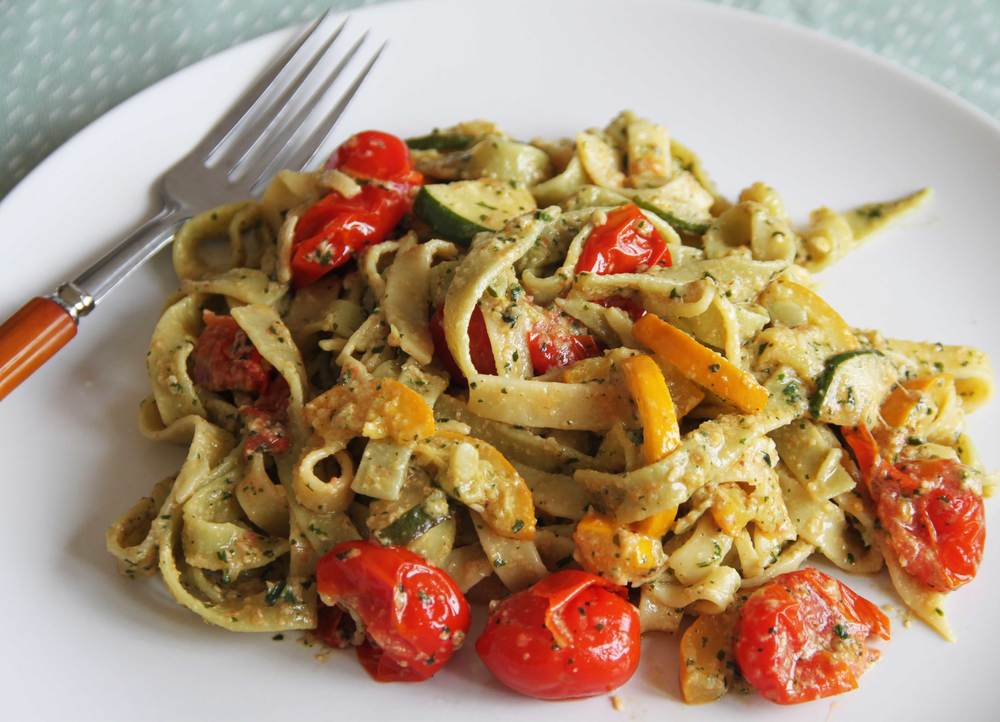 Creamy Pesto Pasta with Vegetables