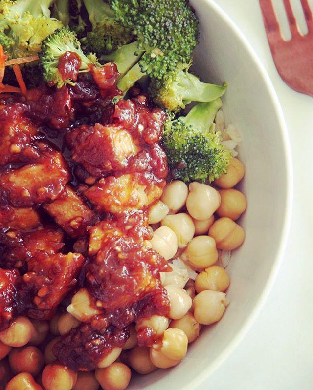 🌿Peanut Tofu Buddha Bowl 🌿#vegan #buddhabowl #peanutsauce #healthyfood #glutenfree #chickpeas #tofu #cleaneating #lunchtime #quickmeals