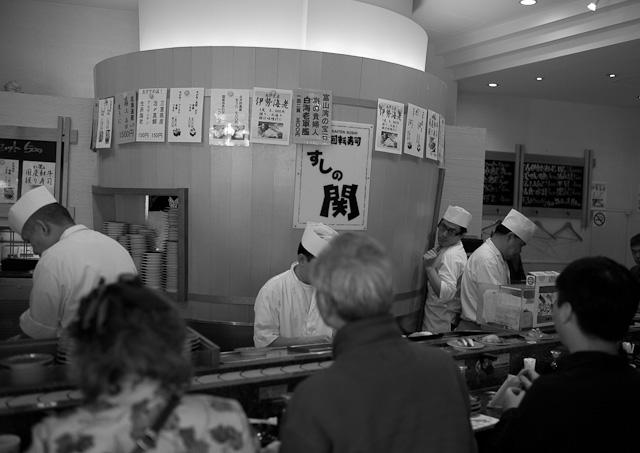 Tokyo_Kaiten_Sushi_1