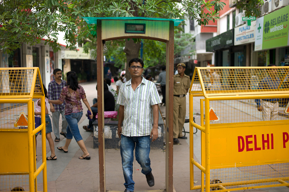 Metal Detectors at the markets in New Delhi