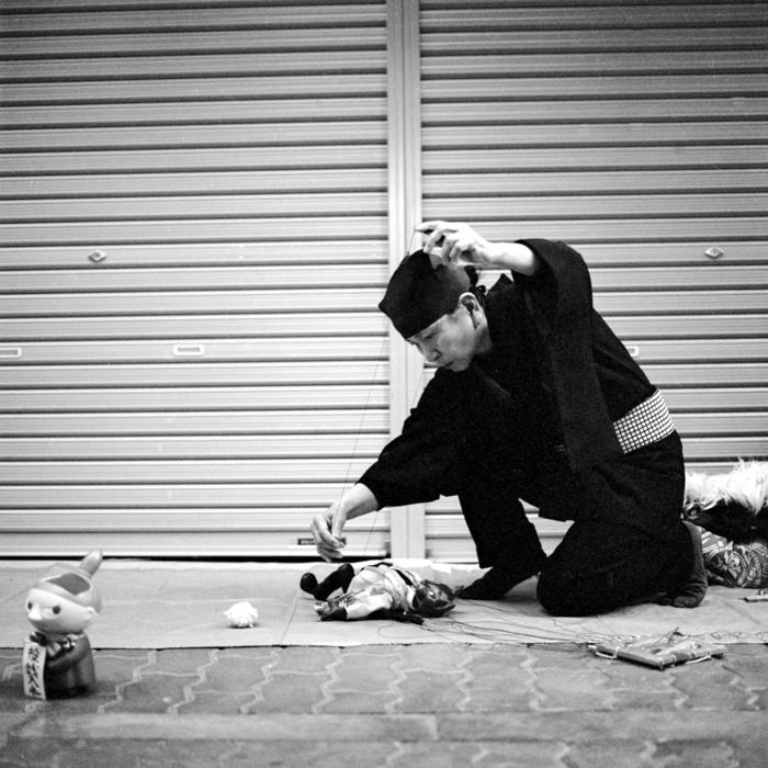 Puppet Master in Hatune Koji in Asakusa
